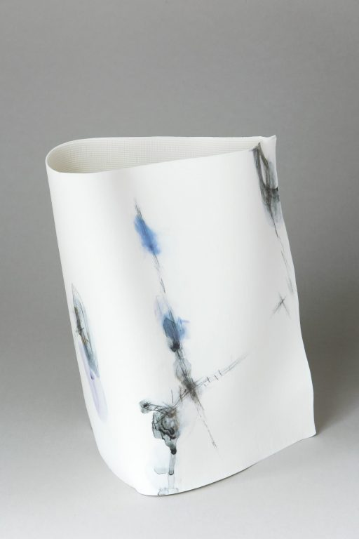 Traces III_porcelain_L.19 x D.16 x H.24 cm_2020